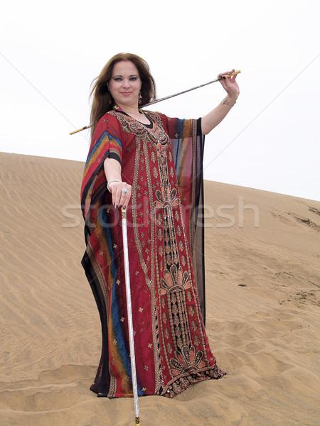 Árabe dançarina robe deserto feminino posando Foto stock © fxegs