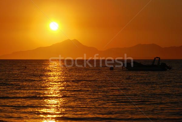 закат солнце за гор морем Сток-фото © fyletto
