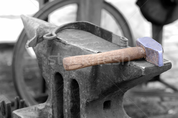 Kalapács üllő színes feketefehér építkezés munka Stock fotó © fyletto