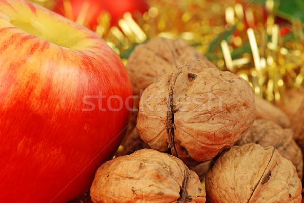 Appel noten christmas Maakt een reservekopie goud lint Stockfoto © fyletto