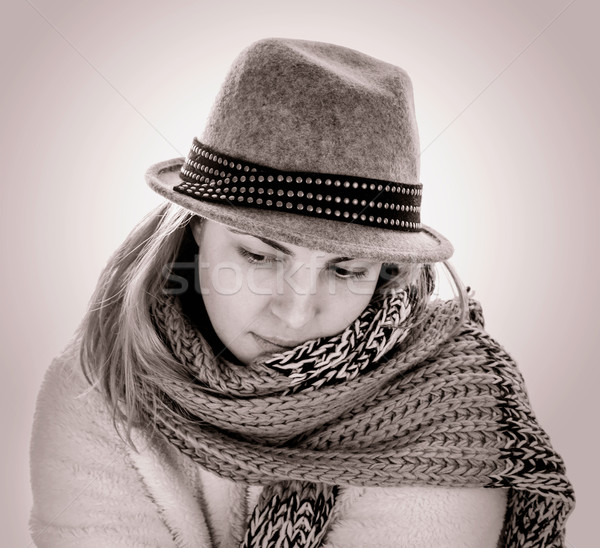 Tek renkli portre kadın şapka yüz vücut Stok fotoğraf © g215