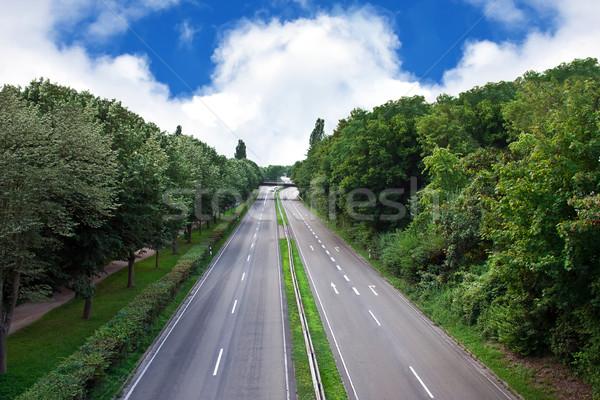 Otoyol şehir araba ağaç yol karayolu Stok fotoğraf © g215