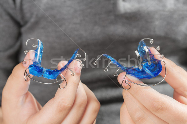 Kind orthodontische apparaat jongen hand medische Stockfoto © g215