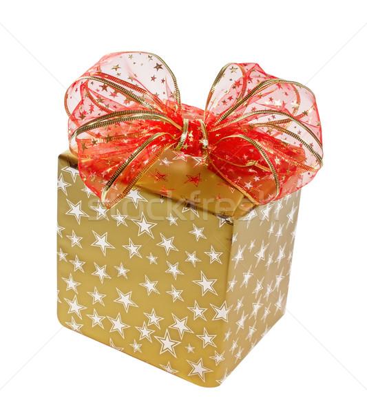 Ajándék arany doboz piros íj izolált Stock fotó © g215