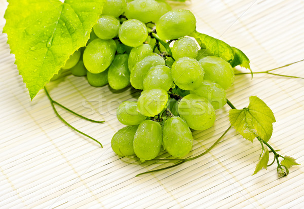 Biały winogron krople rosa wody Zdjęcia stock © g215