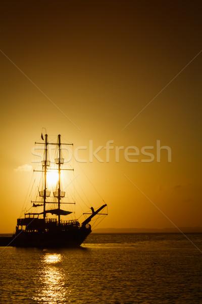 Gemi siluet gün batımı bulutlar güzellik yaz Stok fotoğraf © g215