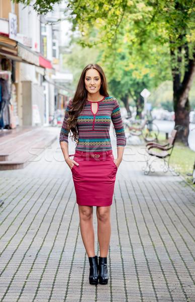 Mode femme marche rue fille femmes Photo stock © gabor_galovtsik