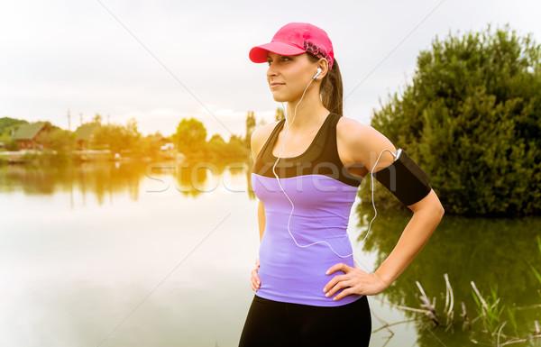 Courir femme coureur pier Photo stock © gabor_galovtsik