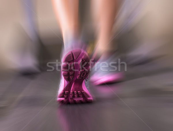 Courir coureur pieds fitness chambre Photo stock © gabor_galovtsik