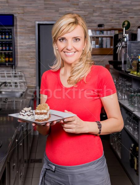 Serveerster actie koffie gelukkig restaurant portret Stockfoto © gabor_galovtsik