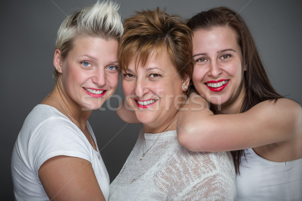 Famille mère fille femmes portrait jeunes Photo stock © gabor_galovtsik