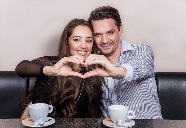 Coeur mains heureux couple amour Photo stock © gabor_galovtsik