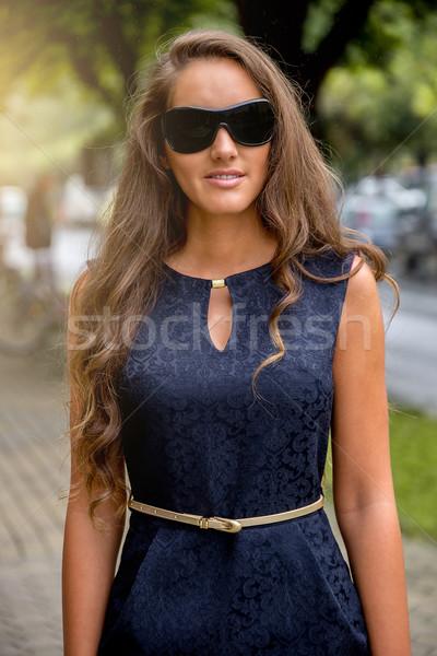 модный женщину ходьбе улице женщины моде Сток-фото © gabor_galovtsik