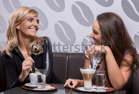 Koffie tijd vrouwen lepel beker hand Stockfoto © gabor_galovtsik