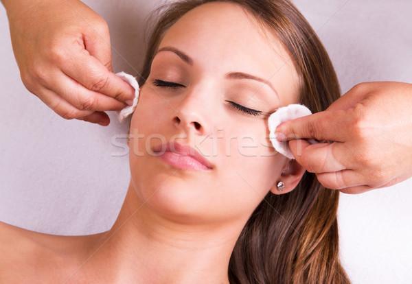 Visage femme de ménage cosmétiques traitement salon de beauté médecine Photo stock © gabor_galovtsik