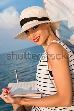 Zomertijd mooie vrouw jacht zomer vrouw water Stockfoto © gabor_galovtsik
