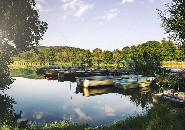 Bateau port bois bateaux belle lac Photo stock © gabor_galovtsik