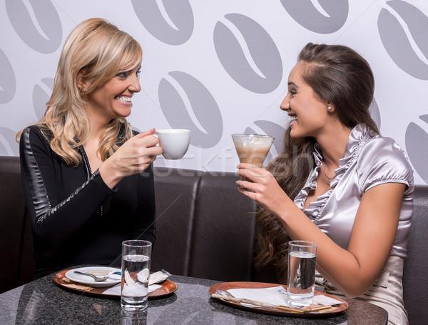 женщину кофе два улыбаясь кавказский девочек Сток-фото © gabor_galovtsik