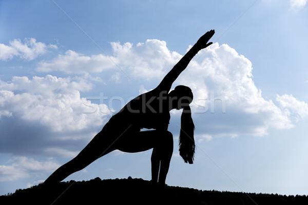 Сток-фото: йога · парка · красивая · женщина · силуэта · трава · спорт