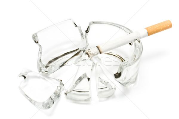 Sigara içme sigara kırık cam küllük sağlık arka plan Stok fotoğraf © gavran333