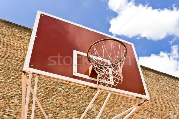 Stock fotó: Piros · kosárlabda · tábla · téglafal · kék · ég · textúra