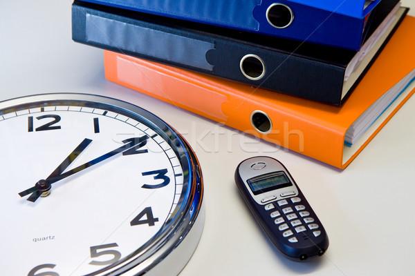 Bureau horloge téléphone couleur affaires Photo stock © Gbuglok