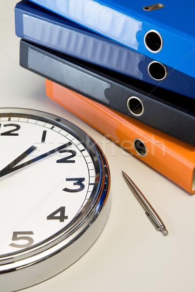 Klok pen tabel gekleurd kantoor werkplek Stockfoto © Gbuglok