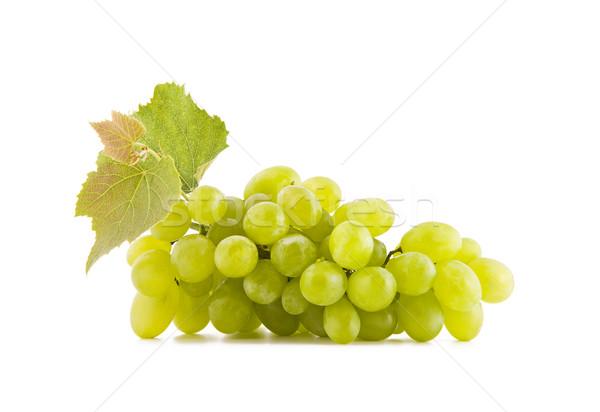 Raisins fruits fraîches feuilles vertes isolé blanche Photo stock © Gbuglok