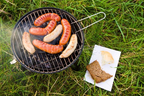 Barbecue gras gegrild worstjes groen gras groene Stockfoto © Gbuglok