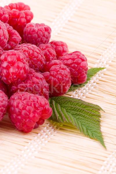 Frambozen stro vers vruchten voedsel Stockfoto © Gbuglok
