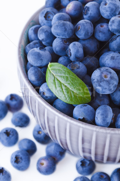 Fraîches bleuets bol fruits blanche fruits Photo stock © Gbuglok