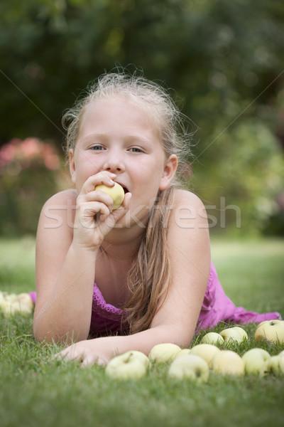 いい 若い女の子 食べ リンゴ スタック 緑 ストックフォト © Gbuglok
