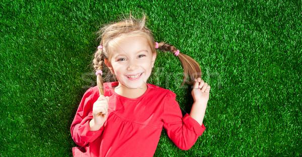 Kız gülen küçük kız yeşil çim mutlu Stok fotoğraf © GekaSkr