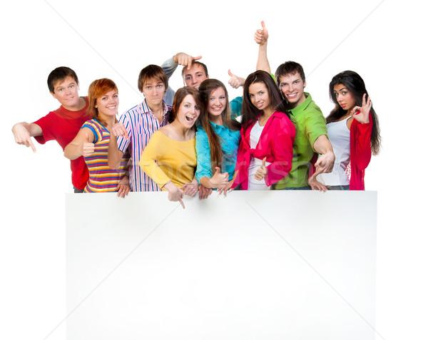 Szczęśliwy młodych grupy ludzi stałego wraz Zdjęcia stock © GekaSkr