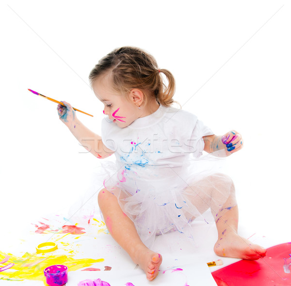 Sevimli küçük kız boyama fırçalamak kâğıt kız Stok fotoğraf © GekaSkr