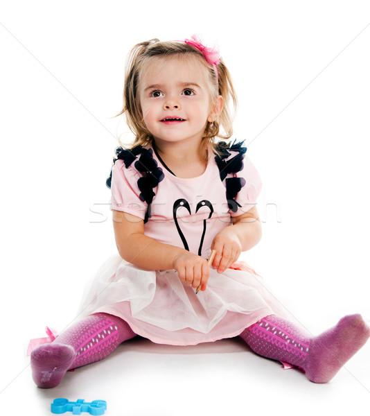 Retrato bonitinho little girl sessão piso isolado Foto stock © GekaSkr