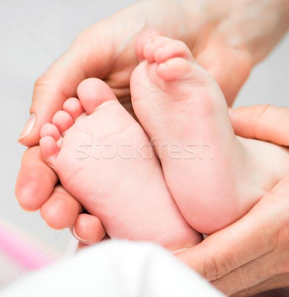 Láb anyák kezek óvatosan gyengédség lány Stock fotó © GekaSkr