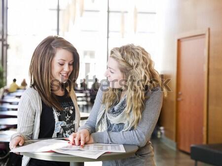 Deux filles conversation femmes Photo stock © gemenacom