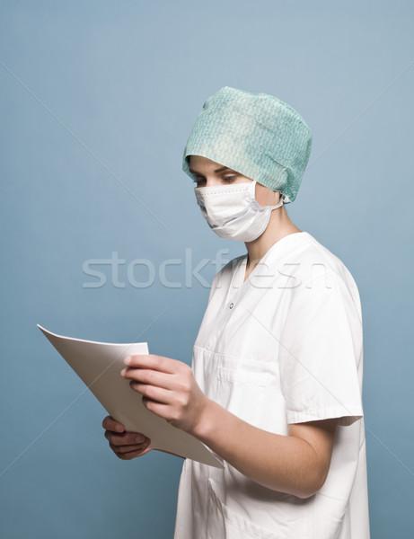 Pielęgniarki maski chirurgiczne dziennika papieru lekarza kobiet Zdjęcia stock © gemenacom