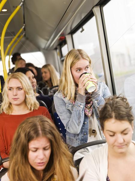 Vrouw drinken koffie bus meisjes tijd Stockfoto © gemenacom