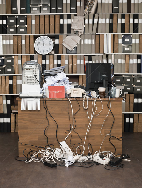 Rommelig kantoor vacant teken klok tabel Stockfoto © gemenacom