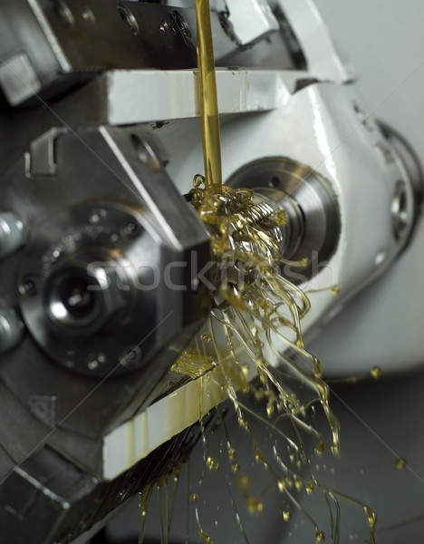 Olie machine bewegende metaal drop versnelling Stockfoto © gemenacom