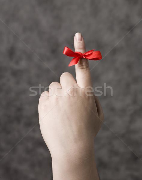 Rood string rond vinger herinnering hand Stockfoto © gemenacom