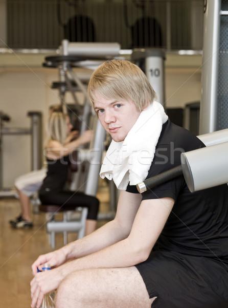 Férfi elvesz törik testmozgás fitnessz központ Stock fotó © gemenacom