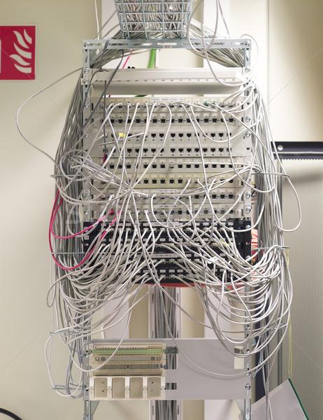 Kábelek nagyobb csoport rendetlen számítógép kábel kommunikáció Stock fotó © gemenacom