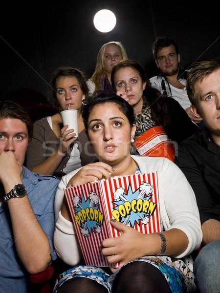 Félő fiatal nő film színház táska pattogatott kukorica Stock fotó © gemenacom