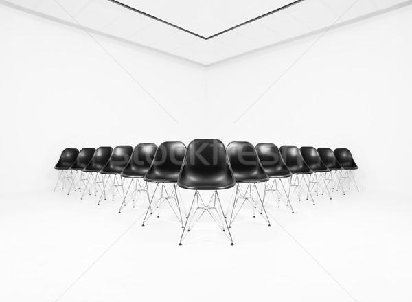 Negru scaune alb cameră izolat film Imagine de stoc © gemenacom