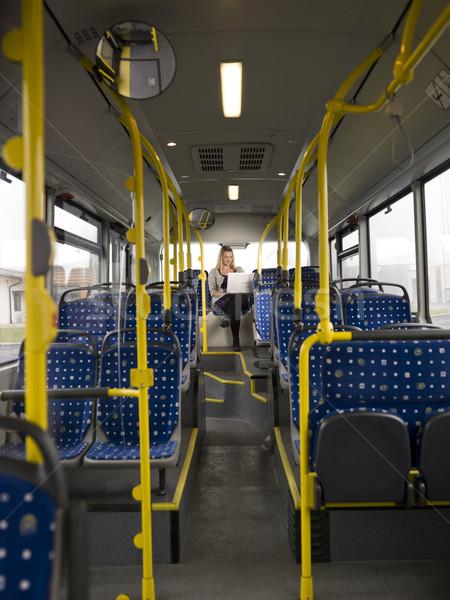 Eenzaam vrouw bus computer business tijd Stockfoto © gemenacom