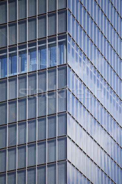 Moderna edificio de oficinas ciudad ventana azul financiar Foto stock © gemenacom