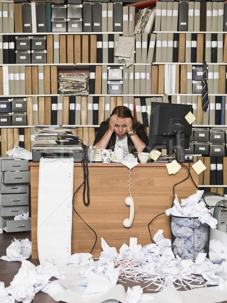 Stanco imprenditrice disordinato ufficio business carta Foto d'archivio © gemenacom